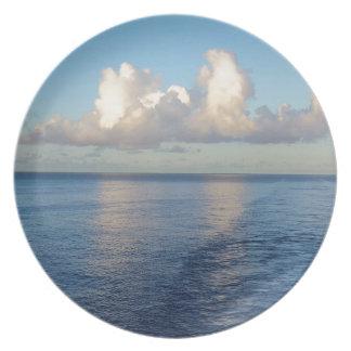 Früher Morgen Meerblick-Wolkenreflexionen Teller