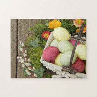 Frühlings-Blumen und Korb von Ostereiern Puzzle