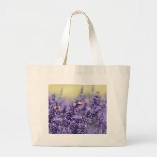 Frühlings-Lavendel mit Bienen-lila Blumen Jumbo Stoffbeutel