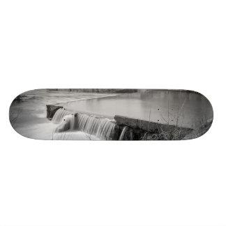 Frühlings-Tag am Ozark MühlGrayscale 19,1 Cm Old School Skateboard Deck