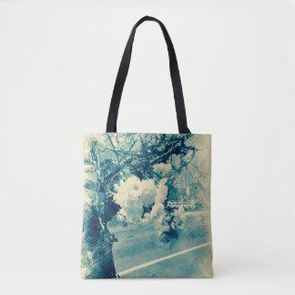 Frühlingsblüten geätzt im Blau Tasche