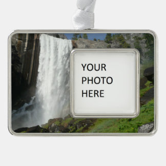 Frühlingshafte Fälle I in Yosemite Nationalpark Rahmen-Ornament Silber
