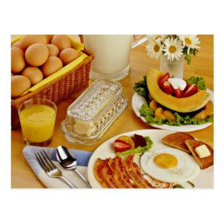 Frühstück des Speckes, Eier und Krug Milch fließen Postkarte
