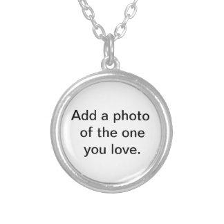Fügen Sie ein Foto von dem hinzu, das Sie lieben Versilberte Kette