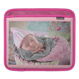 Fügen Sie Ihr LieblingsFoto diesem rosa ipad Fall iPad Sleeve
