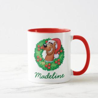 Fügen Sie Ihr Namens| Scooby im Kranz hinzu Tasse