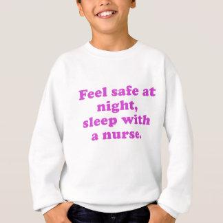 Fühlensicheres am Nachtschlaf mit einer Sweatshirt