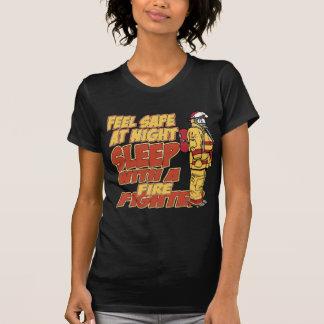 Fühlensicheres, Schlaf mit einem Feuerwehrmann T-Shirt