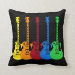 Fünf bunte E-Gitarren Kissen