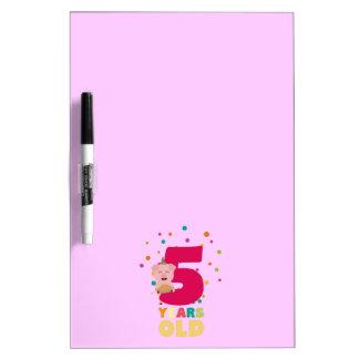 Fünf des alten fünften Geburtstags-Jahre Memoboard