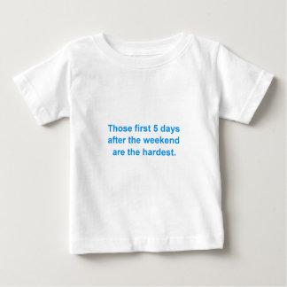 Fünf Tage nach dem Wochenende Baby T-shirt