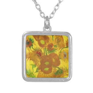 Fünfzehn Sonnenblumen in einem Vase Versilberte Kette