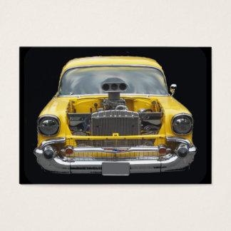 Fünfzigerjahre klassisches gelbes Auto mit Visitenkarte