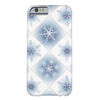 Funkelnd blaue Schneeflocken Barely There iPhone 6 Hülle