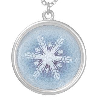 Funkelnd blaue Schneeflocken Amulett