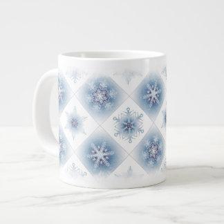 Funkelnd blaue Schneeflocken Jumbo-Tassen