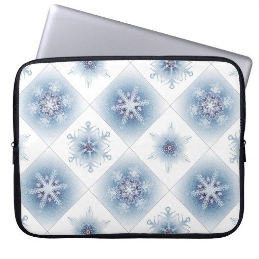 Funkelnd blaue Schneeflocken Laptop Computer Schutzhüllen