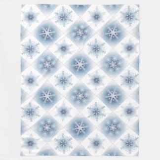 Funkelnd blaue Schneeflocken Fleecedecke