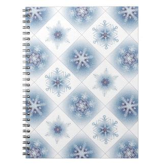 Funkelnd blaue Schneeflocken Notizbuch