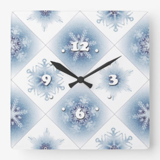 Funkelnd blaue Schneeflocken Wanduhr