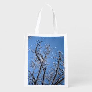 Funkelndes Eis-Schnee bedeckte Baum Wiederverwendbare Einkaufstasche