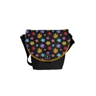 Funky Frühlings-Blumen-Muster (dunkel) Kuriertasche