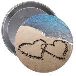 Für immer Herzen der Liebe-zwei im Sand-Strand-Kno Anstecknadelbutton