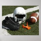 Fußball, Football-Helm, T-Stück und Schuhe an Poster