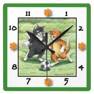 Fußball-Katzen-quadratische Wanduhr