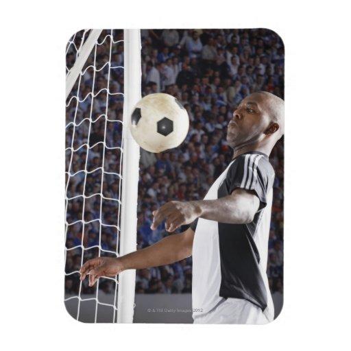 Fußballspieler, der Ball der mittleren Luft im Zie Rechteckige Magnete