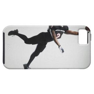Fußballspieler, der in mittlere Luft springt, um B iPhone 5 Case