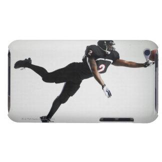 Fußballspieler, der in mittlere Luft springt, um B Barely There iPod Hülle