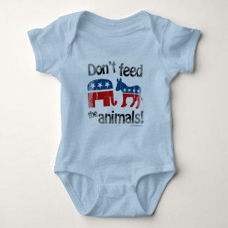 Füttern Sie den Tieren Party-Politik nicht T Shirt