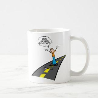 Gabel in der Straße Kaffeetasse