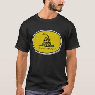 Gadsden-Flagge treten nicht auf mir ovalen Entwurf T-Shirt