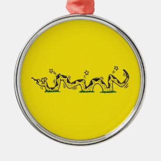 Gadsden getreten rundes silberfarbenes ornament