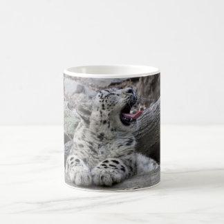Gähnender Schnee-Leopard CUB Kaffeetasse