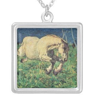 Galoppierendes Pferd durch Giovanni Segantini, Versilberte Kette