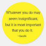 Gandhi Zitat-Aufkleber Runder Aufkleber