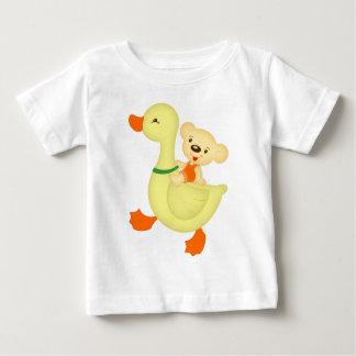 Gans und Bär Baby T-shirt