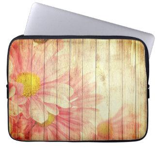 Gänseblümchen-Blumen mit hölzerner Beschaffenheit Laptop Sleeve
