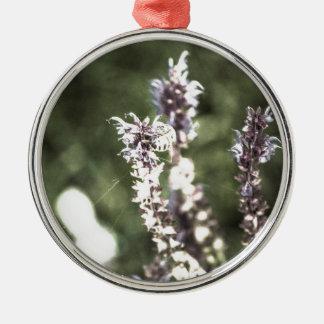 Ganz über Blütenstaub Rundes Silberfarbenes Ornament