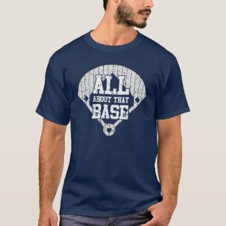 Ganz über dieses niedrige (Ball) T-Shirt