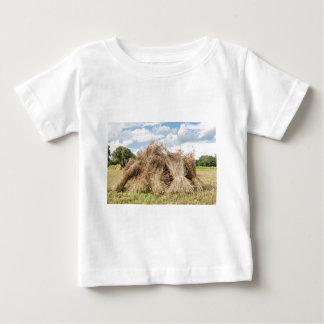 Garben der stehenden Senkrechte des Mais als Baby T-shirt