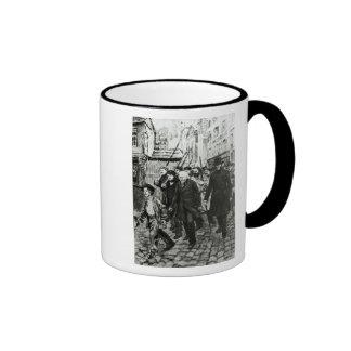 Gavroche, das eine Demonstration führt Ringer Tasse