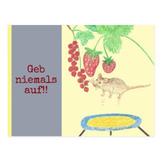 Geb niemals auf! Die Maus auf dem Trampolin Postkarte