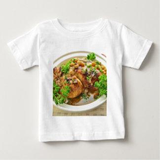 Gebackenes Huhn mit Trauben und weißem Wein Baby T-shirt