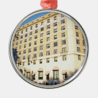 Gebäude Rundes Silberfarbenes Ornament