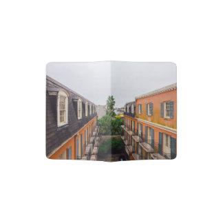 Gebäude und Palmen in New Orleans Passhülle