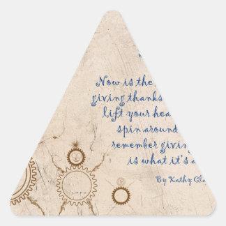 Geben Sie dem Gott Ruhm Dreieckiger Aufkleber
